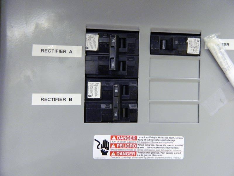 POD-16DXC-load-center-closeup